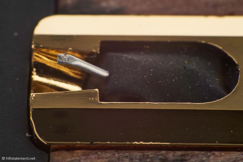 Der Nadelträger des Century besteht ganz traditionell aus einem Aluminiumröhrchen