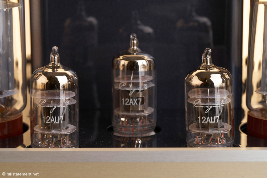 Die Eingangs- und Treiberröhren: eine 12AX7 (ECC83) beziehungsweise zwei 12AU7 (ECC82)