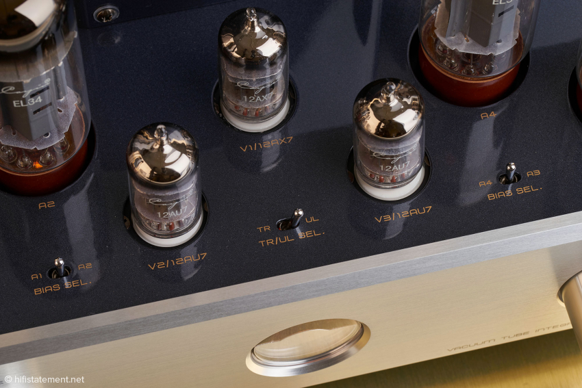 Das Umschalten zwischen beiden Betriebsarten Pentode und Triode erfolgt einfach per Kippschalter