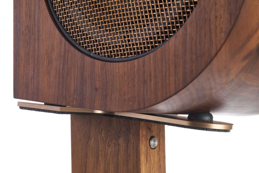 Die gedämpfte Ankopplung des Lautsprechers an den Ständer