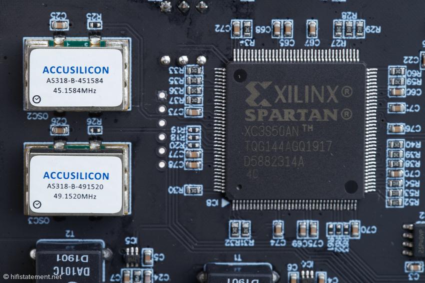 Die beiden Oszillatoren für die 44,1-kHz- und 48-kHz-Familien und der Spartan-FPGA