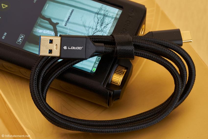 Ein geeignetes USB Kabel liegt dem Lotoo natürlich ebenfalls bei.