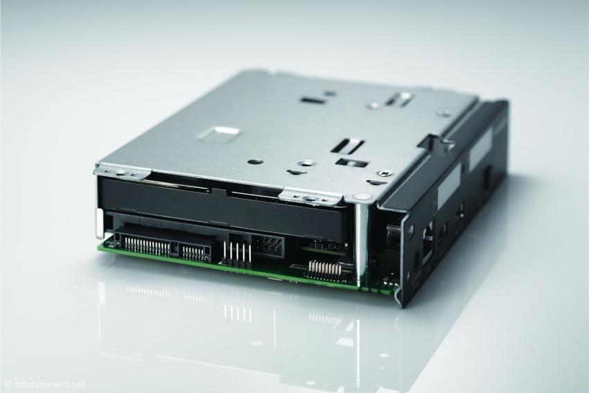 Auf diesem Werksfoto ist die solide Konstruktion und die HDD-Festplatte zu erkennen