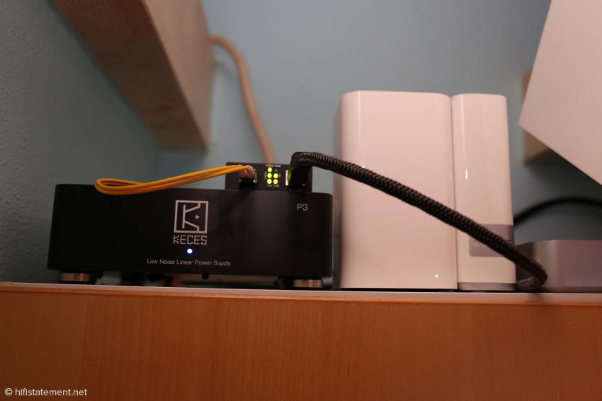 Das Keces-Netzteil versorgt den Medienkonverter und die Fritzbox (nicht im Bild). Die Router-Funktion der Time Machine wird nicht genutzt