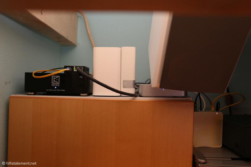 Ganz rechts der Aries Mini, die Quelle für die Küchenbeschallung. Er muss ohne Linear-Netzteil auskommen.