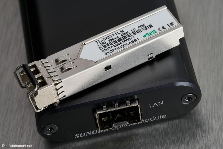 Das Sonore opticalModule ist nur wenig größer als ein SFP-Modul. Das im Lieferumfang befindliche Modul ist nur zu Multimode-Lichtwellenleitern kompatibel