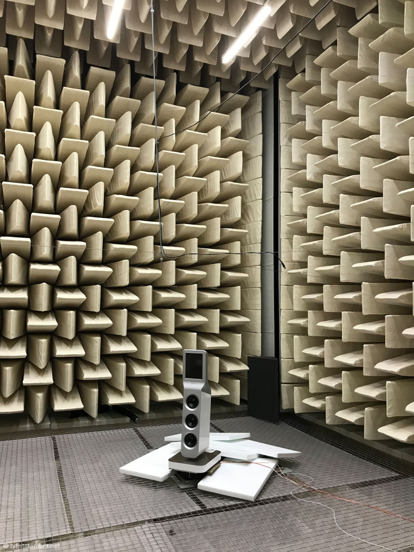 The Epoque Aeon Fine in the anechoic measuring room of the Technical University of Deggendorf, Bavaria, where even frequencies of 40 Hertz are still absorbed to 99 percent