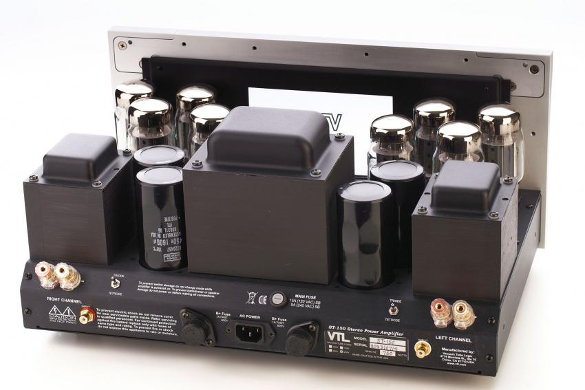 Je vier 6550 sorgen für eine Ausgangsleistung von 150 Watt in Tetroden-Schaltung
