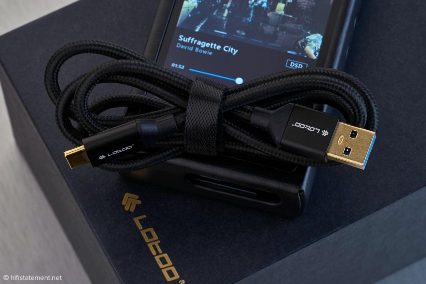 Ein Datenübertragungs-und Ladekabel gehört ebenfalls zum Lieferumfang