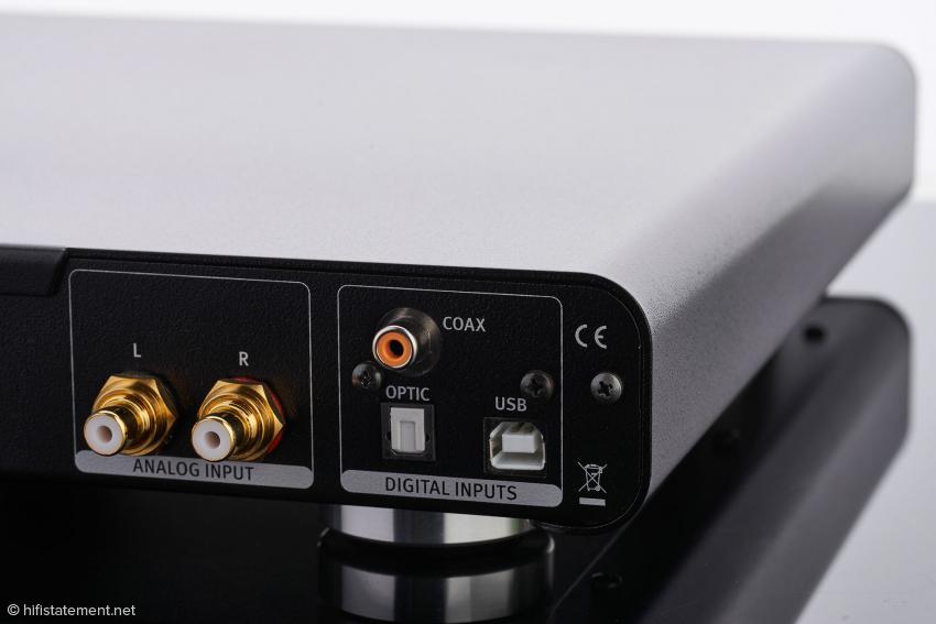Sofern der Phonitor se ohne D/A-Wandler ausgeliefert wird, entfallen die Digital Inputs. In diesem Fall verschließt ein kleiner Deckel die Lücken im Gehäuse