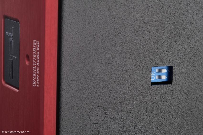 Die beiden DIP-Schalter können das Ausgangssignal an der Kopfhörerbuchse um zwölf Dezibel erhöhen