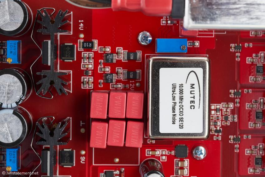 Das Herz des REF10 SE120: der super rauscharme, handgefertigte und einzeln selektierte, ofen-kontrollierte Quarzoszillator