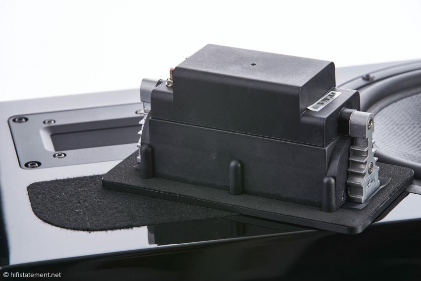 Das Fountec Neo X2 Bändchen ist sehr Material-intensiv gefertigt