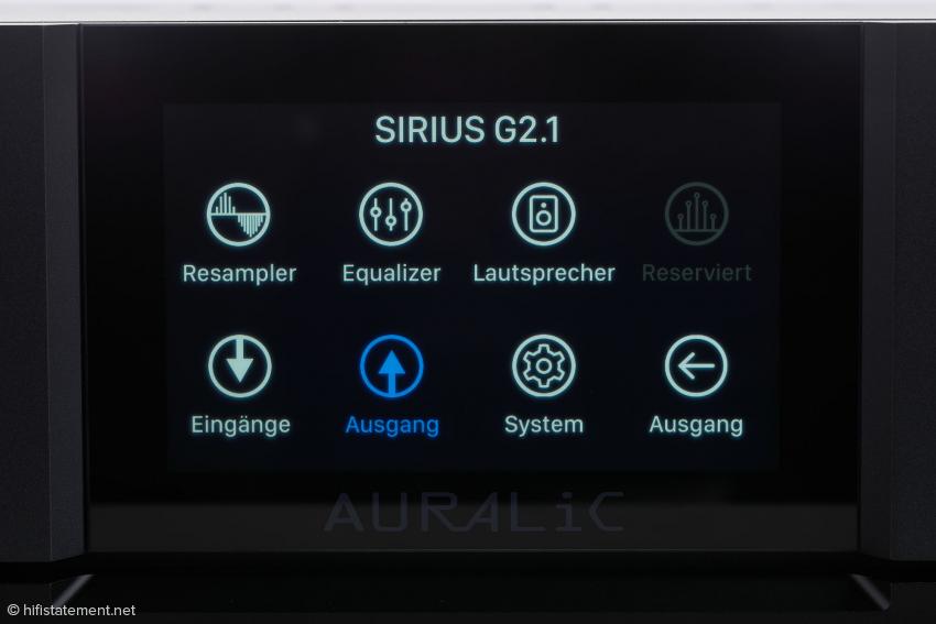 Der Sirius lässt sich über das Display und den Druck- und Drehknopf, die Lightning-DS-App oder einen Browser mit der IP-Adresse konfigurieren