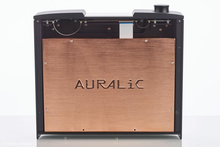 Die Versionsbezeichnung G2.1 weist auch darauf hin, dass der Sirius ein Unity-II-Gehäuse aus Aluminium mit speziell abgestimmten Federfüßen besitzt. Unter dem Aluminium verbirgt sich eine Box aus Kupfer, die die Schaltungen gegen HF-Einstrahlungen schützt