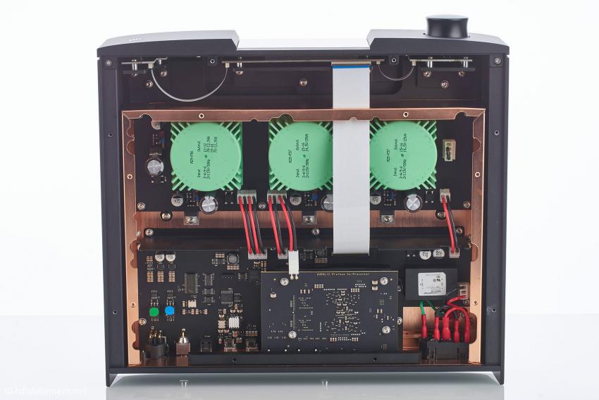 """Drei lineare """"Purer-Power""""-Netzteile versorgen die Ausgänge und die Proteus-Processing-Plattform"""