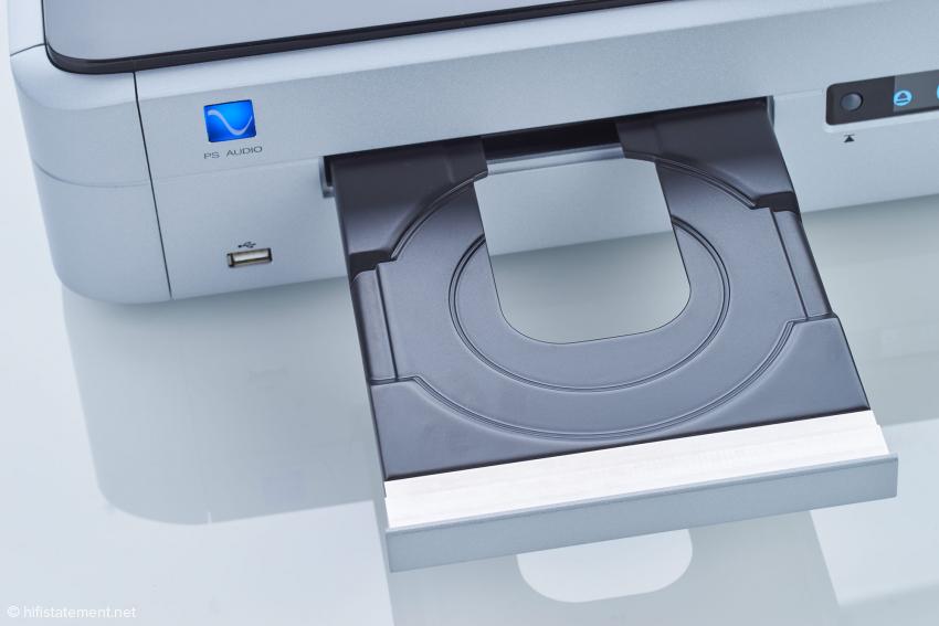 Die Schublade des neuen und hochwertigen japanischen Laufwerks ist eine Vertrauen erweckende Konstruktion