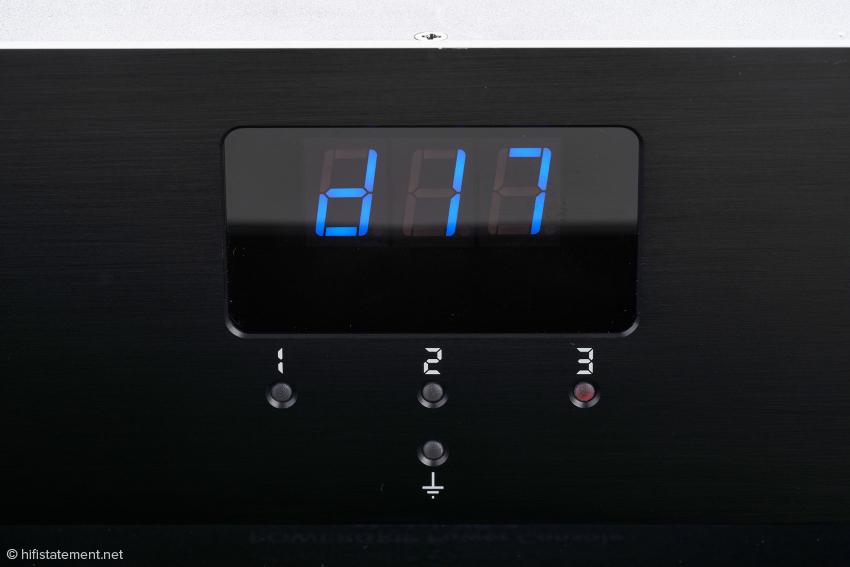 Hier lässt sich im Menü die Ein- (blaue LED) und Aus- ( rote LED) Schalt-Verzögerung für die drei Steckdosengruppen programmieren