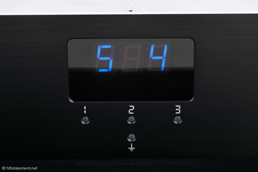 Unter S4 lässt sich die Umschaltung der Anzeige und das Ein-Ausschalten der zweiten Steckdosengruppe abspeichern