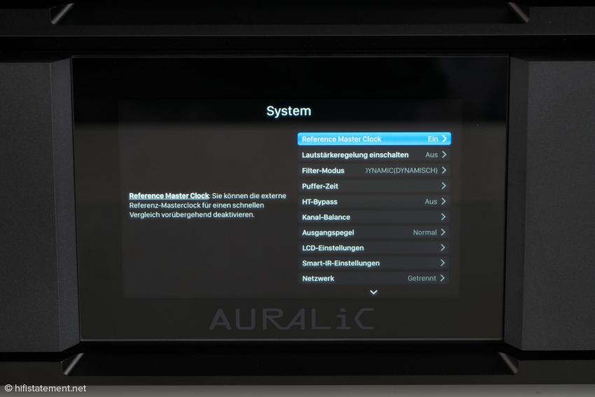 Der Vega kann mithilfe des Displays und des Dreh- und Druckknopfes auf der Front von der externen Clock getrennt werden