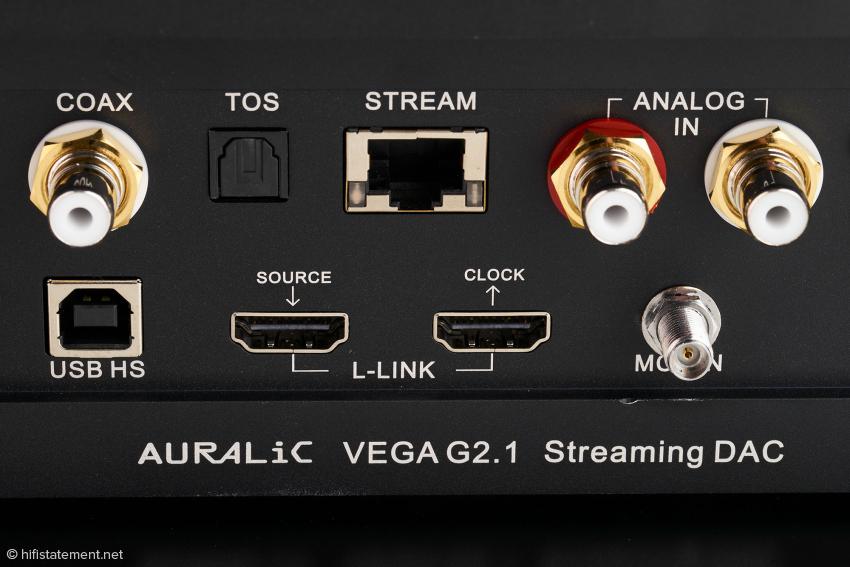"""Die Prozessor-Leistung des Vega reicht neben der Signalverarbeitung auch für eine einfache Streaming-Lösung. Der Leo GX.1 kommuniziert mit dem Vega über Lightning Link, das Taktsignal wird über ein 60-Gigahertz-Kabel mit verschraubbaren Stecker an die """"MCL IN""""-Buchse geliefert"""