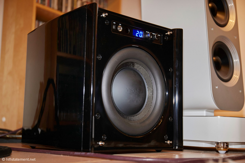 The voice coils of the drivers of the Velodyne and the Aeon Fine are approximately in one line
