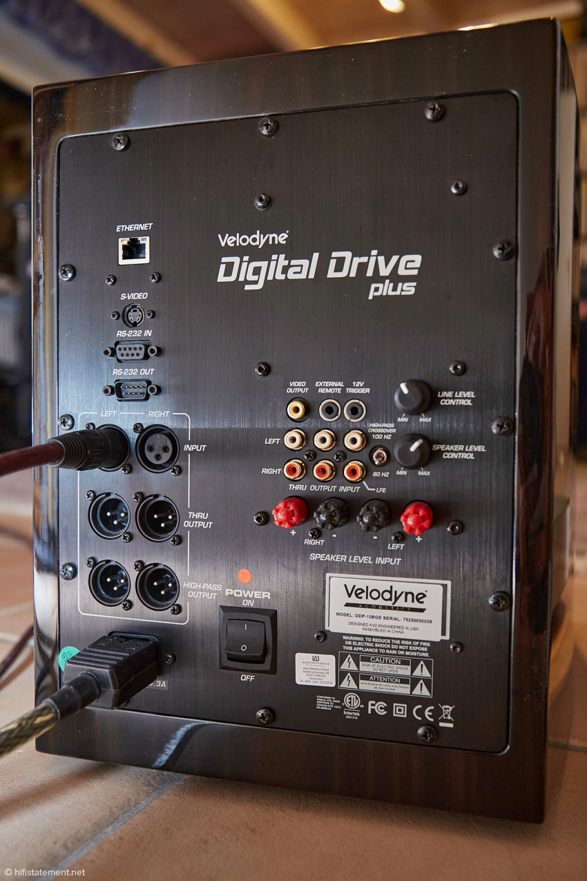 The Velodyne offers the necessary inputs and outputs for all conceivable connections