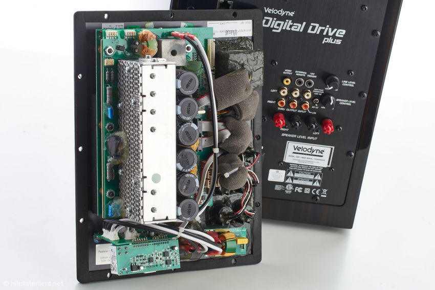 Die Elektronik mit der abgeschirmten 1.250 Watt starken Class D-Endstufe