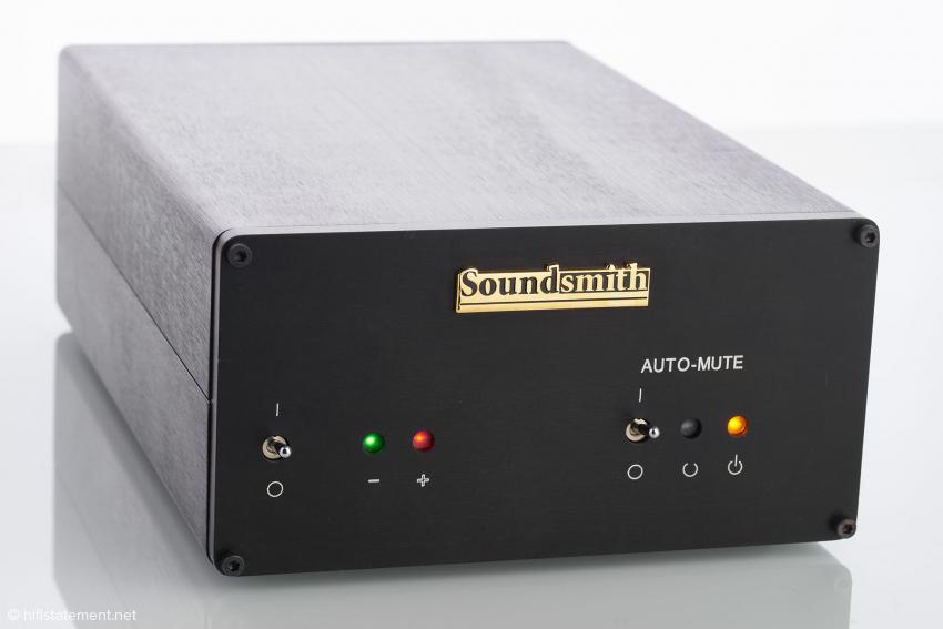 Das Versorgungsteil SG-200: Die Auto-Mute-Schaltung verhindert selbst bei etwas robusterem Aufsetzen der Nadel auf die Platte unangenehme Geräusche