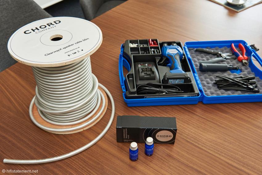 Kabelrolle und Crimpset werden nur nach vorheriger Schulung an Händler ausgehändigt, das Transmission Fluid kann jedoch auch jeder Endkunde gern selbst anwenden