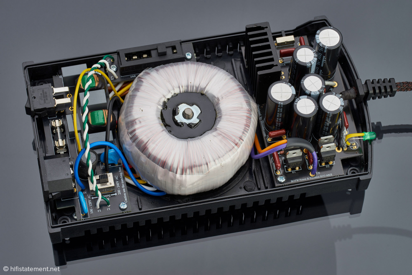 The powerful toroidal transformer is the centrepiece of the SBooster MKII. No standard plug-in power supply is able to match that
