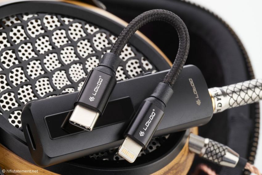 Der S1 nimmt über eine USB-C-Buchse mit dem Computer oder Mobiltelefon Kontakt auf. Ein USB-C-auf Lightning-Kabel für iPhones ist ebenfalls erhältlich