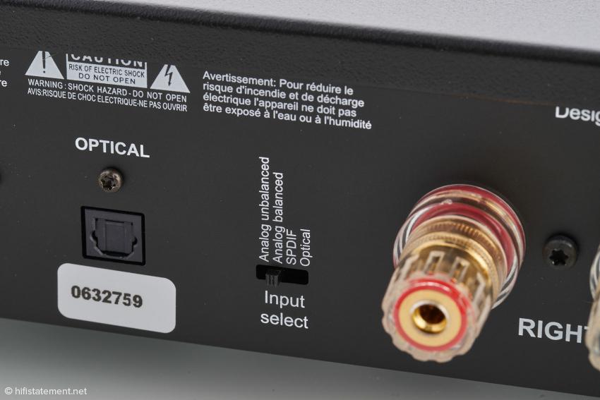 Die Lyngdorf akzeptiert nicht nur analoge Signale. Digitale Quellen können via Lichtleiter oder Koax-Kabel angeschlossen werden