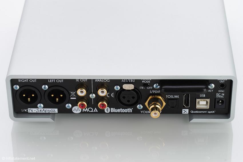 Mit dem Schalter oberhalb des S/PDIF-Anschlusses, kann man wählen, ob der Young nach dem Abschalten im Standby verbleibt oder komplett vom Strom getrennt wird