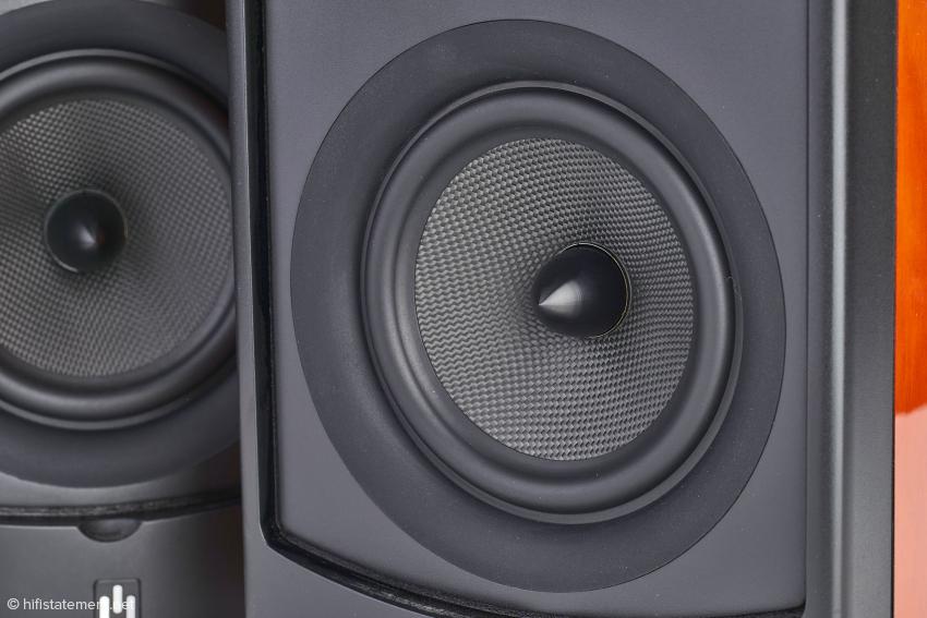 Der 135-Millimeter-Konus-Lautsprecher ist dank seiner Bauweise aus Kevlar extrem belastbar