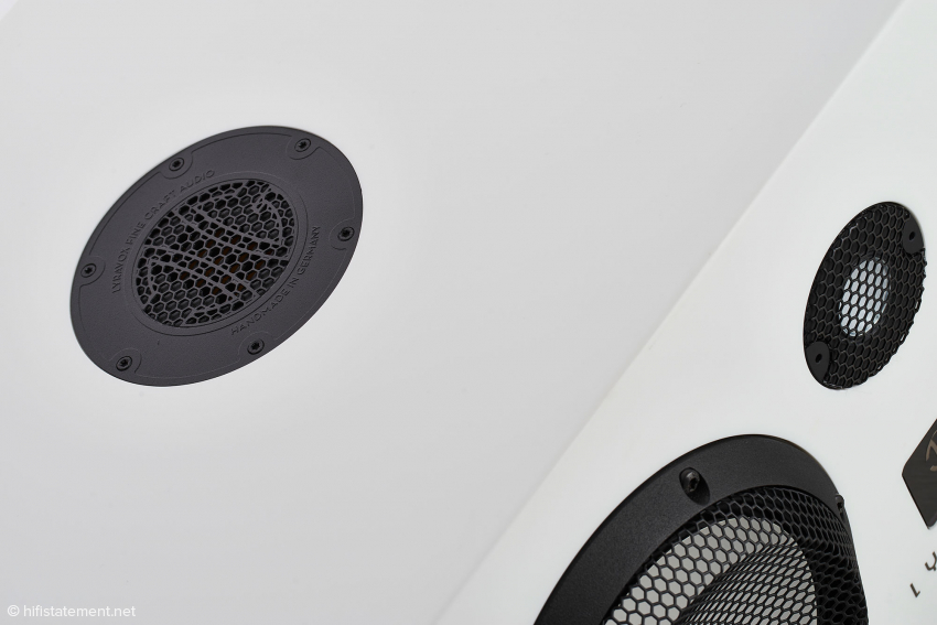 Der Air Motion Transformer auf der Oberseite ist maßgeblich für die Abbildung der räumlichen Komponente der Musik verantwortlich
