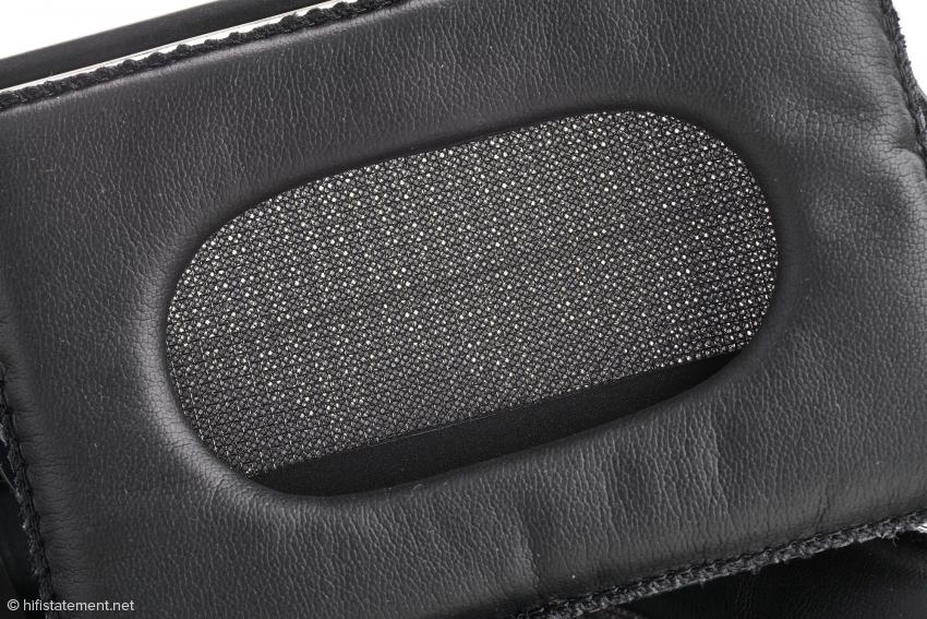 Liegt gut am Ohr und lässt durch, was durch soll: Der Stax SR-L300