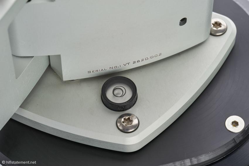 """Die Libelle zeigt nicht an, ob der Arm """"im Wasser steht"""", sondern ob die Montageplatte die vom Entwickler vorgegebene Neigung aufweist"""