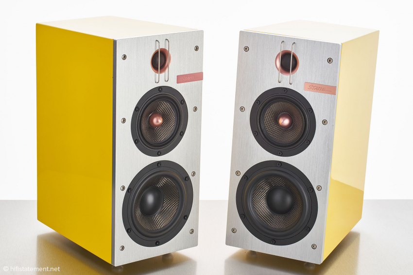 Die IC-H1 Elite in strahlend gelber Hochglanzlackierung mit gebürsteter Alufront. 3-Wege Kompaktlautsprecher im top verarbeiteten Industriedesign
