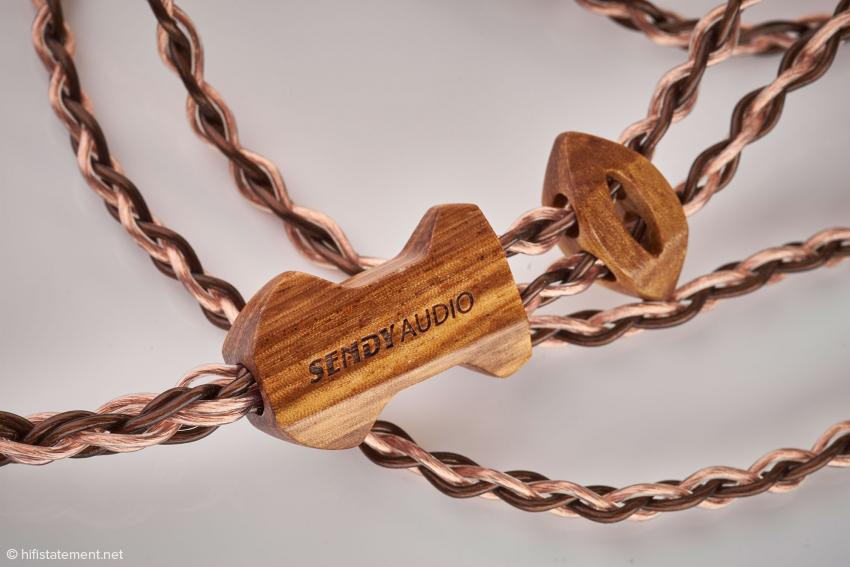 Ein hübsches Detail am achtadrigen Kabel aus 6N-OCC-Kupfer