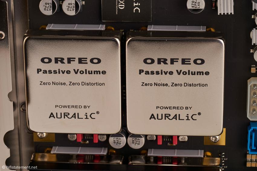 Die analoge Lautstärkeregelung in den ORFEO-Modulen arbeitet mit Widerstandskaskaden, wird aber digital angesteuert