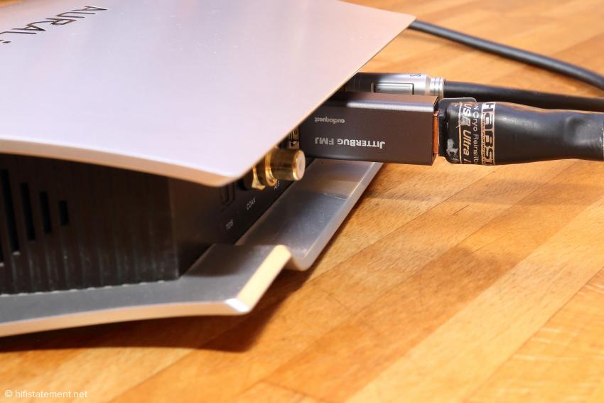 Der Jitterbug FMJ zwischen Aries Femto und per USB angesteuertem Wandler bringt meines Erachtens nach den größten klanglichen Gewinn