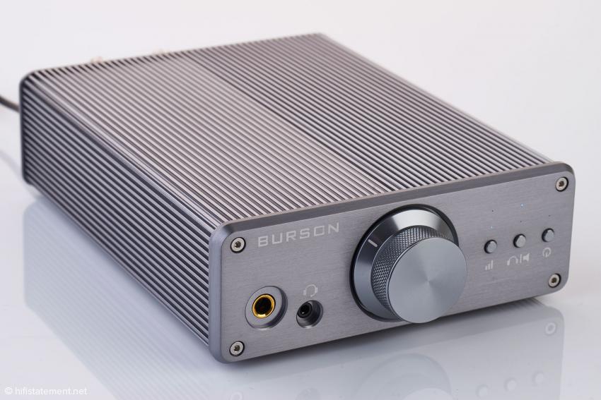 Der Funk verfügt über zwei Kopfhörerbuchsen: 3,5 und 6,35 Millimeter
