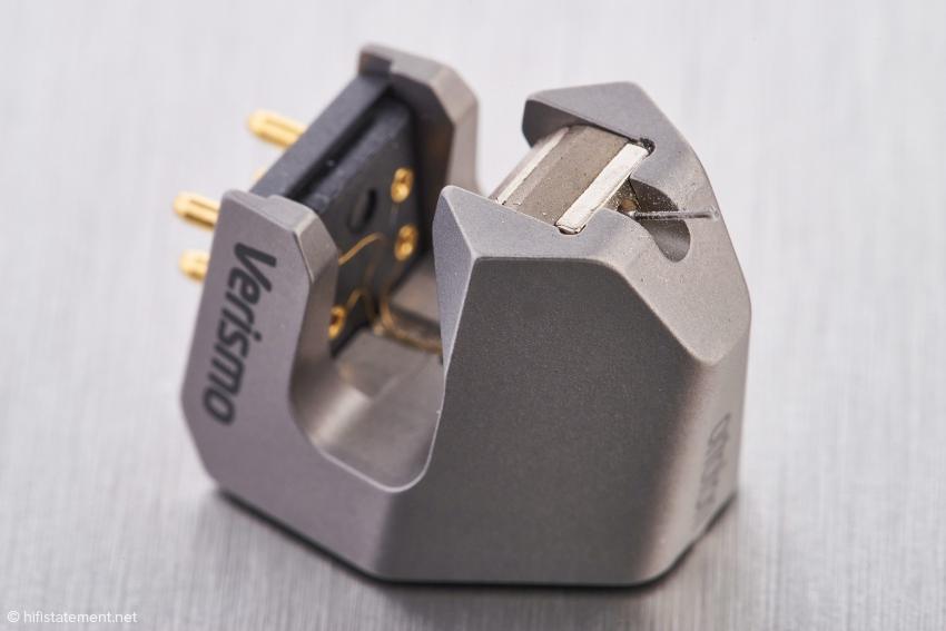 Das Verismo besitzt ein sehr kompaktes Magnetsystem. Das reduzierte Gehäuse bietet Luftschall wenig Angriffsflächen
