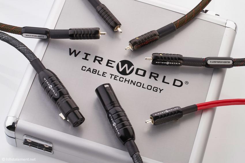 Alle vier Wireworld Starlight 8 Kabel sind sehr flexibel. Die Alu-Koffer-Verpackung gibt es nur beim Platinum